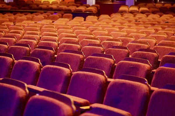 Virtuell ins Theater