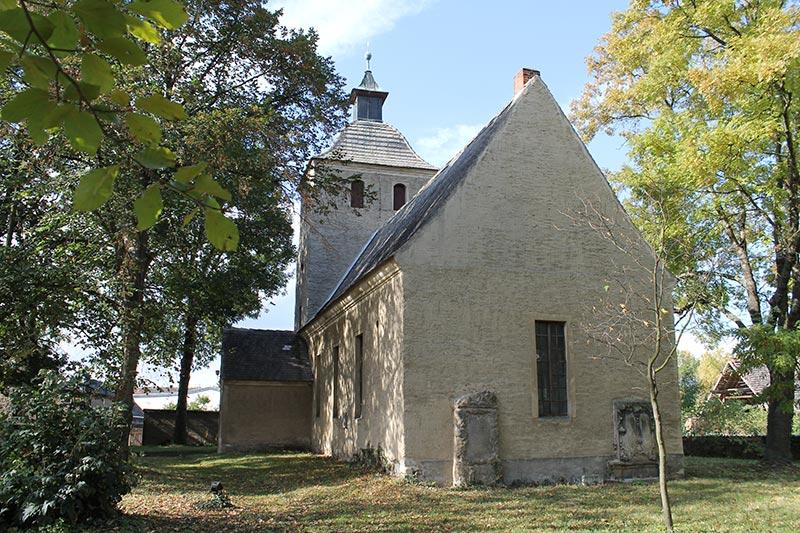 Kirche Mösthinsdorf in Petersberg